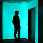 La peinture murale NighTec Eco-Green (100 ml) brille dans la peinture foncée - effet de lueur intense par luminescence - couleur jaden à la lumière du jour et vert brillant dans l'obscurité de la marque NighTec image 1 produit