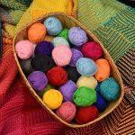 Pack essentiel de pelotes de laine bonbon - 40 pelotes de laine en acrylique – Assortiment de couleurs – Idéal pour tout projet de tricot et de crochet de la marque Mira Handcrafts image 3 produit