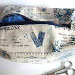 trousse toilette rétro monde couture tissu aspect lin beige bleu trousse salle bain valise voyage travaux manuels matériel loisirs créatifs de la marque Ariege Madine Couture image 3 produit